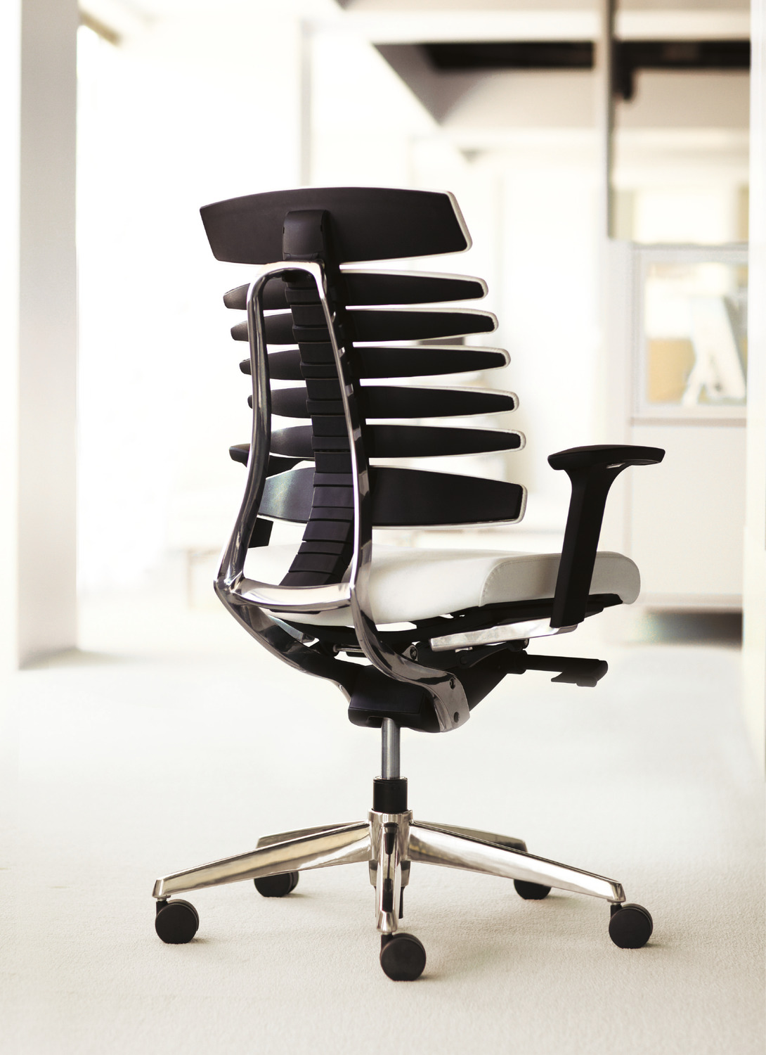 RBT Task Chair - 3/4 View Back - Polished Aluminum Base.psd