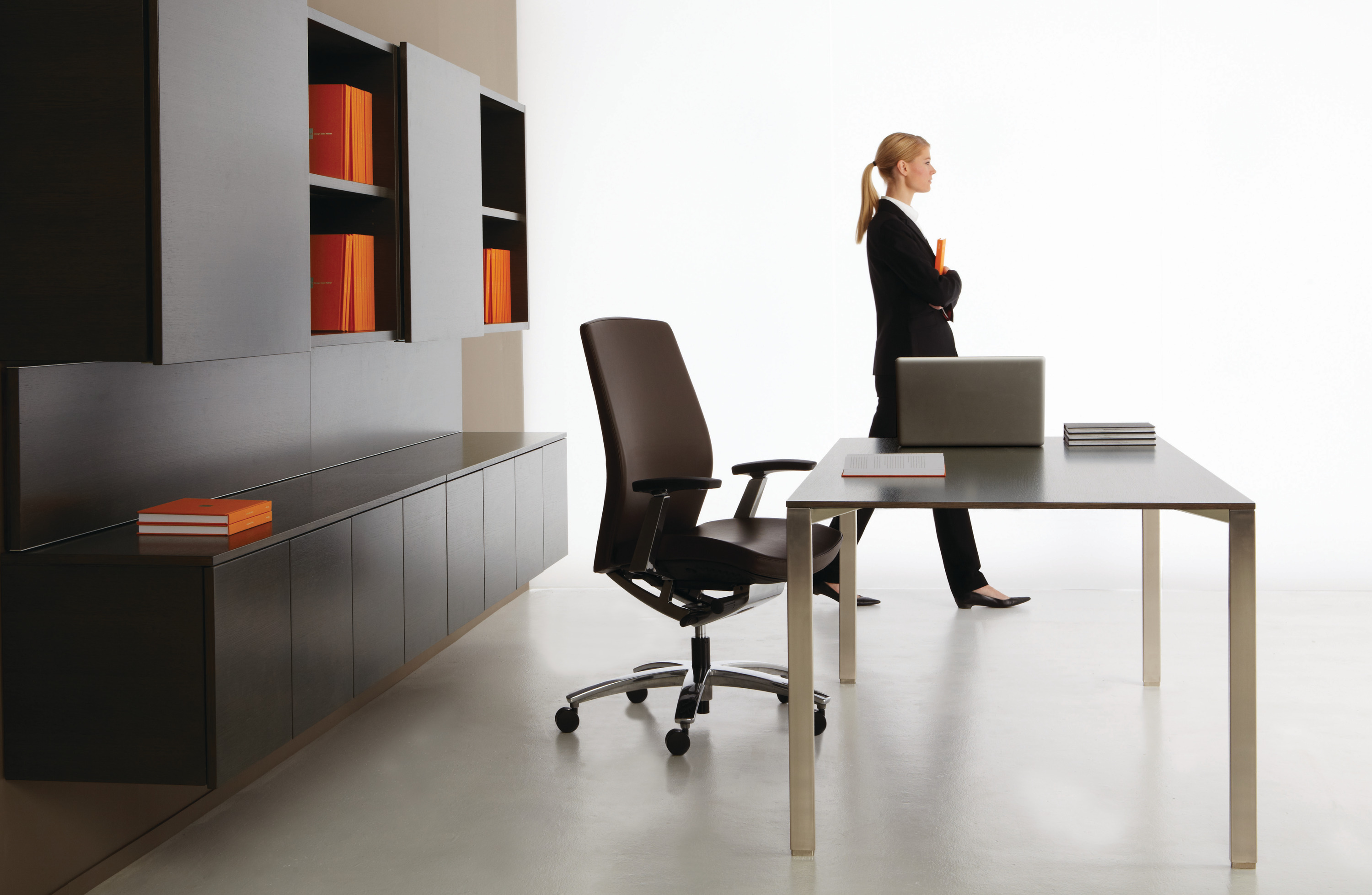Dossier Modern Executive Desk