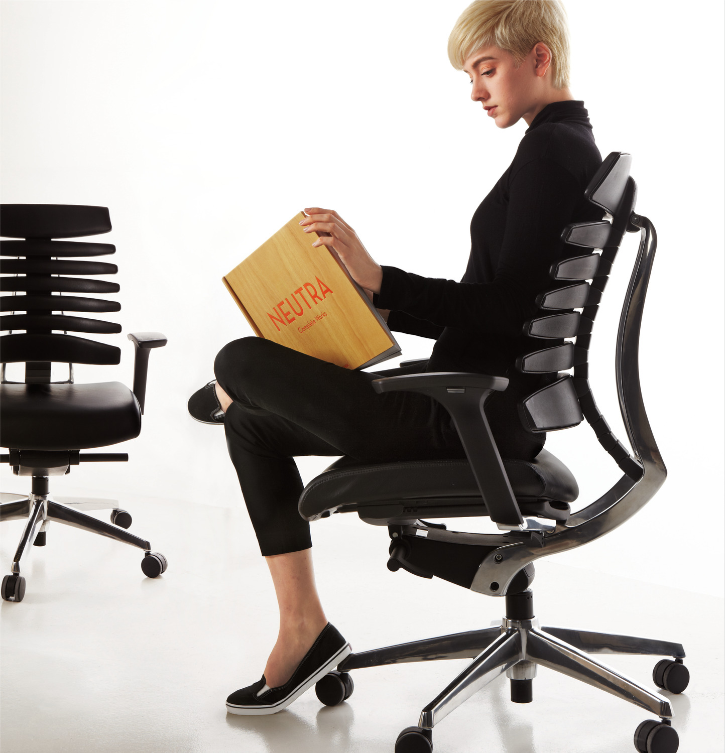 RBT Task Chair - Side View - Brochure - Polished Aluminum Base